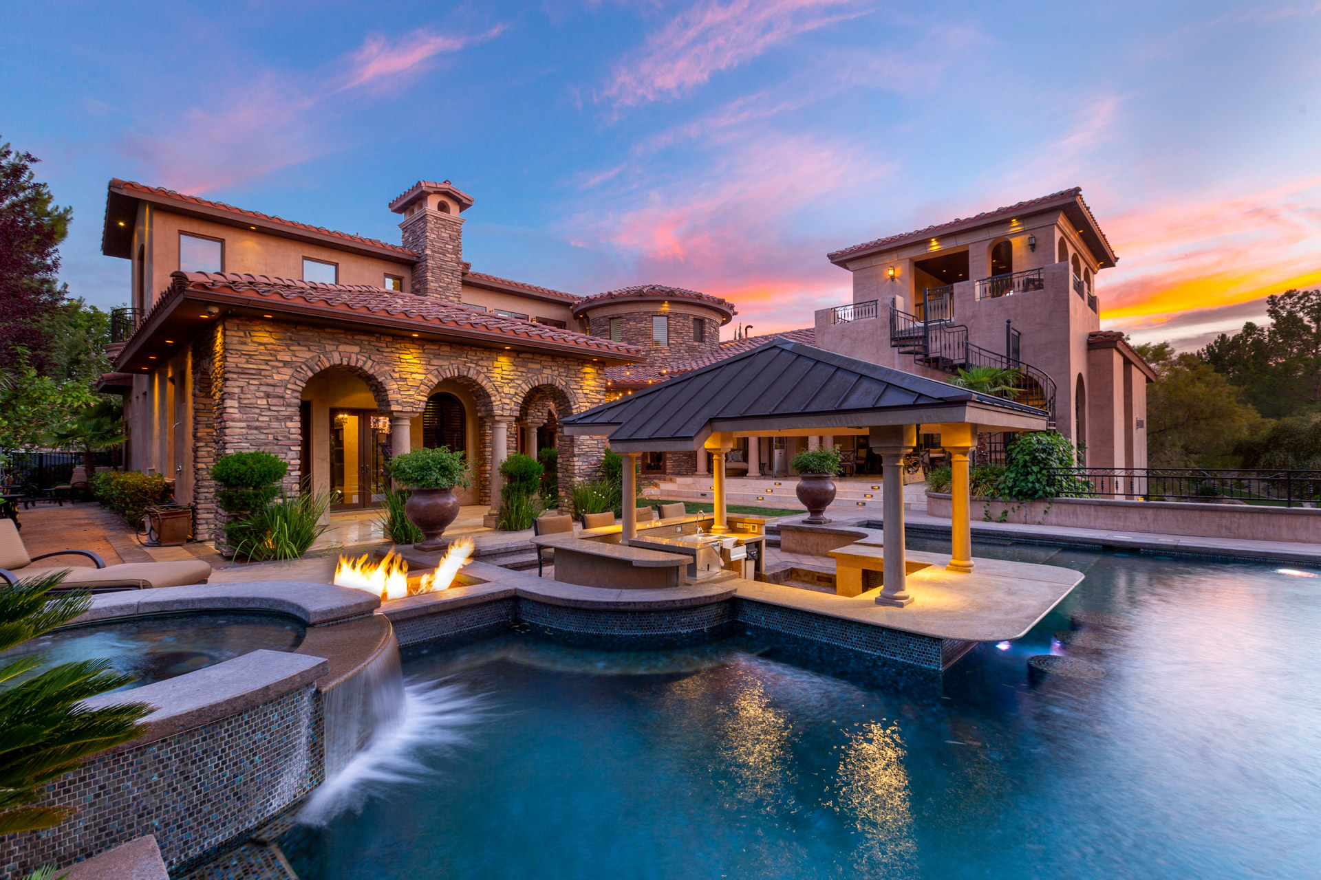 LUXURY HOMES.